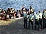 لاجئون مغاربة عند الوصول إلى الساحل الأسباني، الصورة أ ب