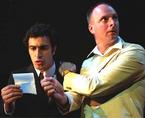 مشهد من مسرحية هملت، الصورة: www.zaoum.com