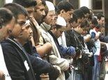 مسلمون في جامع في مدينة لندن، الصورة: أ ب