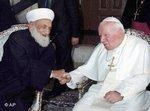 لقاء بين مفتي سوريا السابق أحمد كوفتارو وبابا الفاتيكان السابق يوهانيس باول الثاني، الصورة: أ ب