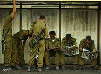 جنود إسرائيليون في حيفا، الصورة: أ ب