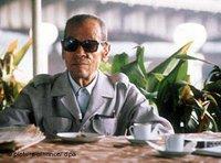 نجيب محفوظ في مقهى في القاهرة، الصورة: د ب أ