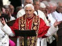 البابا بينيديكت السادس عشر أثناء إلقاء المحاضرة في جامعة ريغينسبورغ، الصورة: أ ب