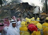 إزالة الأنقاض بعد عملية في مدينة الرياض عام 2003. الصورة: أ ب