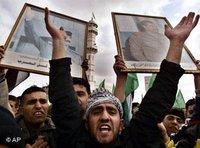 تجمع في الضفة الغربية حزنا على إعدام صدام حسين في أول يناير/كانون الثاني 2007، الصورة: أ ب