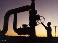 معمل لتكرير النفط، الصورة: أب