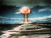 تجربة لسلاح نووي فرنسي على مجموعة جزر موروروا في المحيط الهادئ 1971، الصورة: د ب أ
