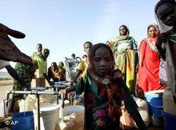 مخيم لاجئين من دارفور في الدولة المجاورة تشاد، الصورة: أ ب