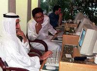 مقهى أنترنت في دبي، الصورة: أ ب