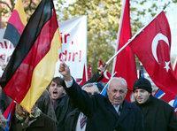 مظاهرة في كولونيا دفاعا عن السلام وضد الإرهاب باسم الإسلام، الصورة: أ ب