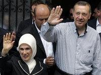 رئيس الوزراء اردوغان وزوجته أمينة، الصورة: أ.ب