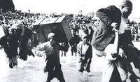صورة من المهجرين الفلسطينيين عام 1948، الصورة: خاص دار نشر زوايت آوسنداينز