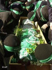 دفن أحد أتباع حركة حماس،  الصورة: د.ب.ا
