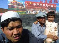 أحد أفراد الأقلية الويغورية في مدينة كورلا، الصورة: د.ب.ا