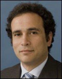 الباحث عمرو حمزاوي، الصورة: معهد كارنيغي للسلام
