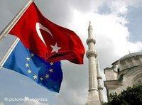 صورة رمزية للاتحاد الأوروبي وتركيا، الصورة: د.ب.ا
