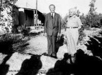 المستشار الألماني كونراد اديناور بجوار رئيس الوزراء الإسرائيلي ديفيد بن جوريون أثناء زيارة الأول إلى إسرائيل