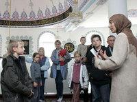 فعاليات اليوم المفتوح للمساجد، الصورة: أ.ب
