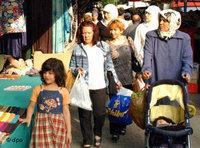 تركيات يتسوقن في أحد أحياء مدينة برلين، الصورة: د.ب.ا