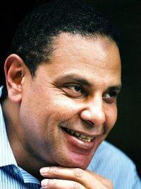 علاء الأسواني، قنطرة، الصورة: قنطرة