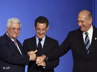 رئيس السلطة الفلسطينية محمود عباس ورئيس الوزراء الاسرائيلي إيهود أولمرت، الصورة: أ.ب