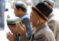 ويغوريون أثناء الصلاة، الصورة: ا.ب