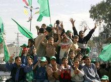 أنصار حماس يبتهجون بفوزها في الانتخابات الأخيرة، الصورة: أ.ب
