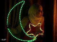 ابتهاج وزينة  بقدوم رمضان، الصورة: أ.ب