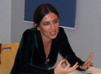 الكاتبة شبنام إيشغوزل،