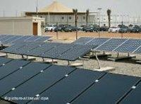 ألواح زجاج لتجميع الطاقة الشمسية في مدينة مصدر ، الصورة: دويتشه فيله