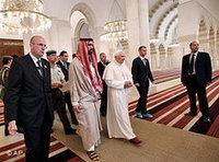 البابا في مسجد الملك عبد الله، الصورة: ا.ب