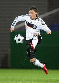 لاعب كرة القدم مسعود أوزيل: الصورة: د.ب.أ