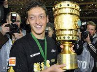 لاعب كرة القدم مسعود أوزيل
