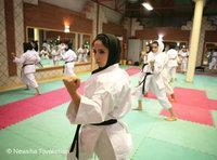 إيرانية في احد نوادي الكراتيه، الصورة: دويتشه فيله