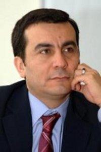 خالد الحروب أكاديمي وإعلامي عربي معروف يعمل محاضرا في جامعة كامبريدج