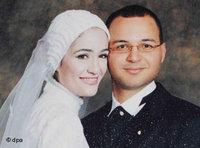 مروة الشربيني مع زوجها في حفل الزفاف