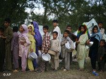 Refugees from the Swat Valley (photo: AP)