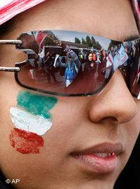 امرأة إيرانية في طهران، الصورة أ ب