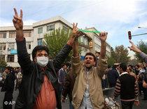 Anti-Ahmadinejad demonstration in Tehran (photo: AP)