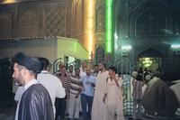 حجاج أمام ضريح الإمام علي في النجف، الصورة: برغيت سفينسون