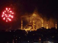 :  ألعاب نارية فوق سماء أسطنبولأ،  د.ب.ا