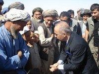 حكمت تشيتين في زيارة لأفغانستان الصورة: عائشة كارابات