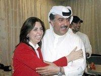 دشتي مع والدها النائب السابق في البرلمان الكويتي  الصورة د.ب.ا