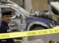 شرطي عراقي في موقع احد الانفجاريات في بغداد، الصورة أ ب