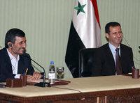 الرئيس السوري بشار الأسد والرئيس الإيراني أحمدي نجاد، الصورة أ ب