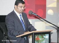 مدير المهرجان خالد شوكت يلقي كلمة الافتتاح، الصورة دويتشه فيله