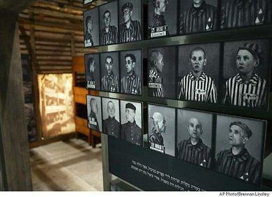 صورة من معاناة اليهود إبان الحكم النازي معروضة في معرض تاريخي خاص في برلين ، الصورة: أ.ب