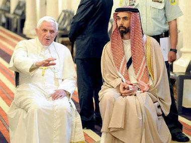 البابا في زيارة إلى الأردن وإلى جانب الأمير غازي بن طلال