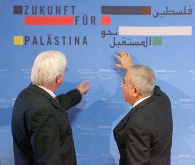 فياض ووزير الخارجية الألماني السابق شتاينماير، الصورة: د.ب.ا