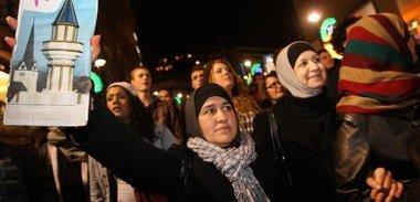 مسلمون في الغرب يحتجون على حظر المآذن ، الصورة د.ب.ا